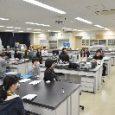 みなさんこんにちは  2017年1月26日にあった出来事です。 福島大学の高貝研究室,山口研究室の三年生及び福島高専の生徒は,パーキンエルマージャパンの方々に液体シンチレーションカウンターの原理や使い方などを […]